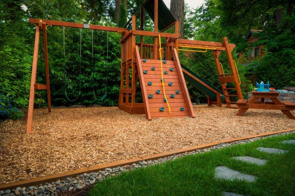 How to Choose Small Little Playsets for Small Lawns, Deck, and Patios