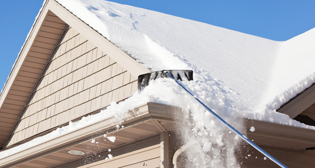 Snow on Roof or Roof under Snow – Know the best Snow Removal Hacks